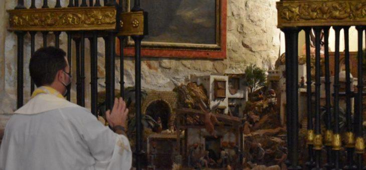 Eucaristía, reparto de la Luz de la Paz de Belén y bendición del Belén